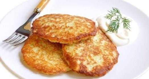 Тертые картофельные оладьи под сметанным соусом с яблоками со сметаной из закваски живой баланс