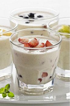 домашний йогурт из закваски с бифидобактериями живой баланс в стаканах с фруктами
